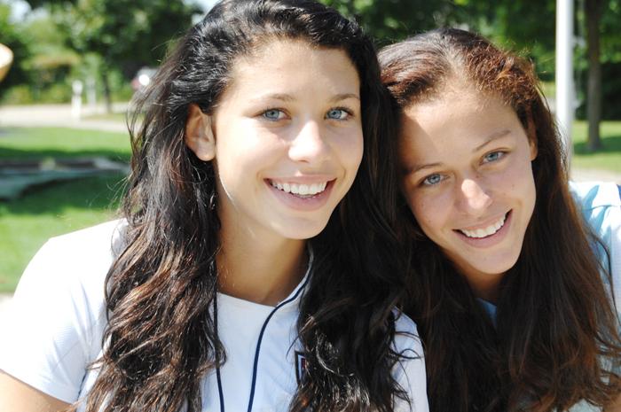 Carmen (li) und Madeleine Pulver übernehmen das KA Camp
